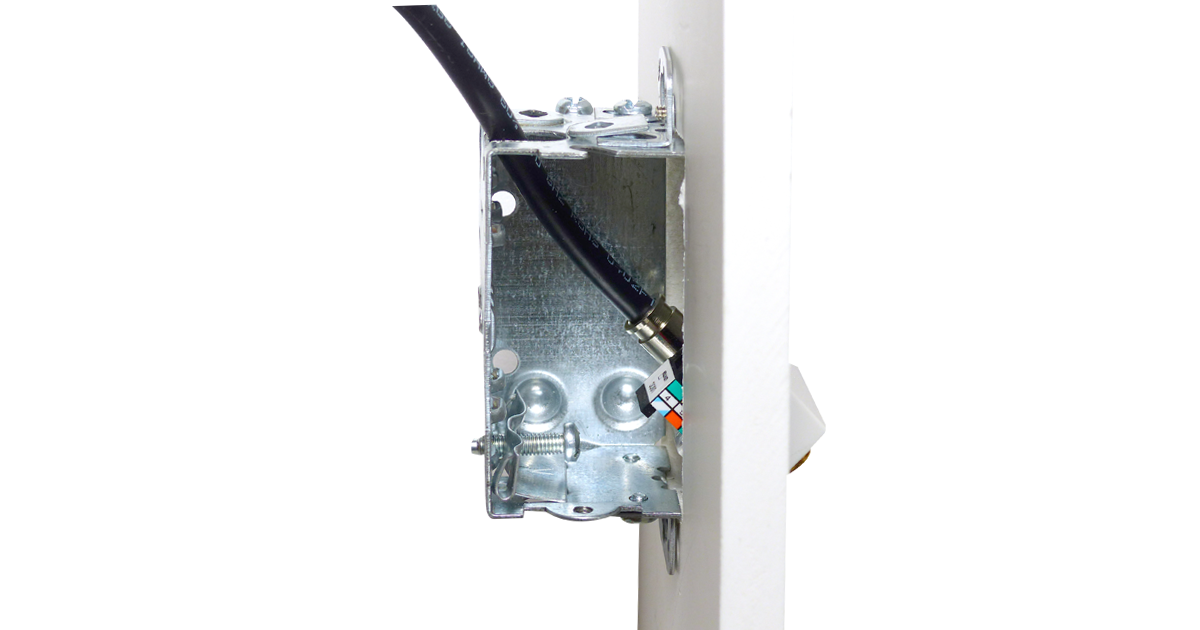 P/N: 125-0984-WT 	angled wall plate, 2-port